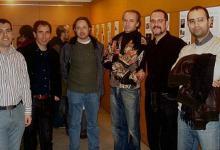 """Con los compositores Arnau Bataller, Xavi Capellas, Luis De Arquer, Alfonso de Vilallonga y Marc Vaíllo, en la inauguración de la exposición """"Compositors catalans de cinema"""" (2006)"""
