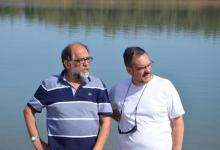 Con Reyes Abades a orillas del Pantano de Cijara.