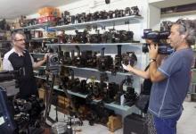 Durante la filmación de un micro documental para BTV, en el fondo de la Colección Queraltó (Barcelona, 2014)